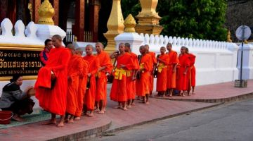 laos-tak-bat-tour-package-laos