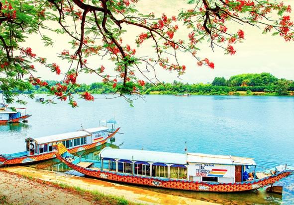 huong perfume river hue vietnam